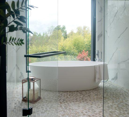 salle de bain vue sur jardin